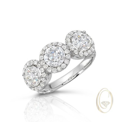 18K THREE-STONE DIAMOND RING